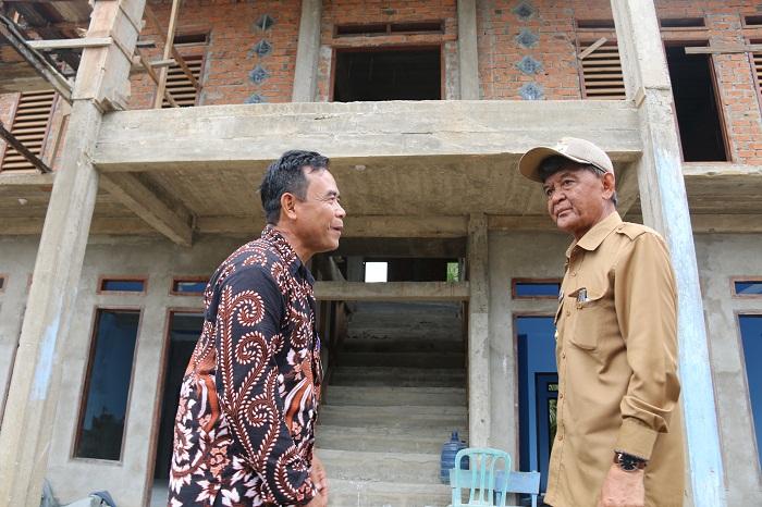 Tinjau Pembangunan Gedung Satu Atap Sekurou Jaya, Wabup Berharap Selesai Dengan Hasil Baik