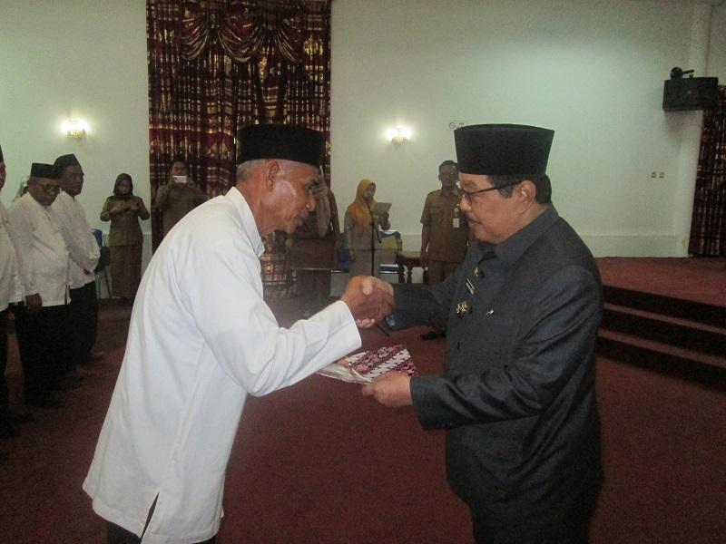 Bupati Lantik Badan Pengelola Masjid Agung Nurul Falah