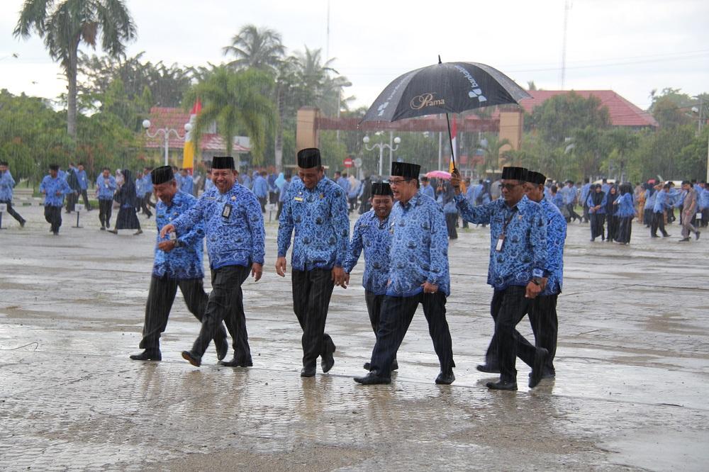 Hujan Bubarkan Apel Gabungan Korpri
