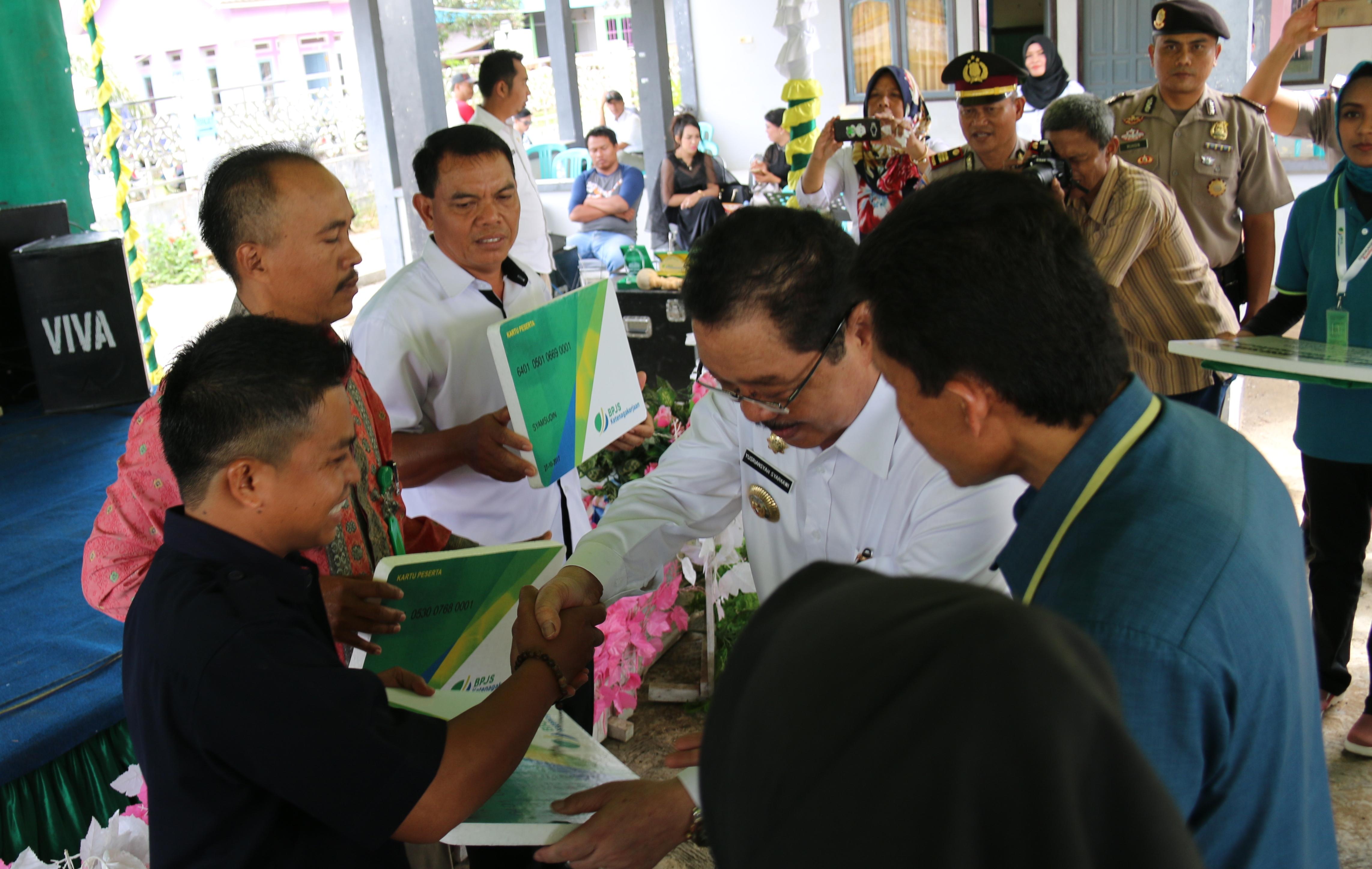 Bupati Launching BPJS Ketenagakerjaan di Desa Padang Jaya