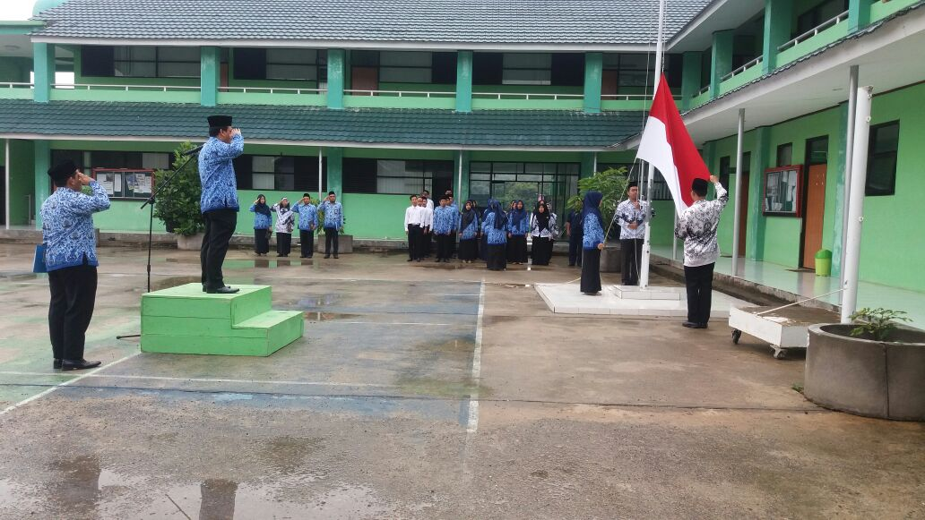 MAN-IC Paser Gelar Upacara Hari Guru Nasional