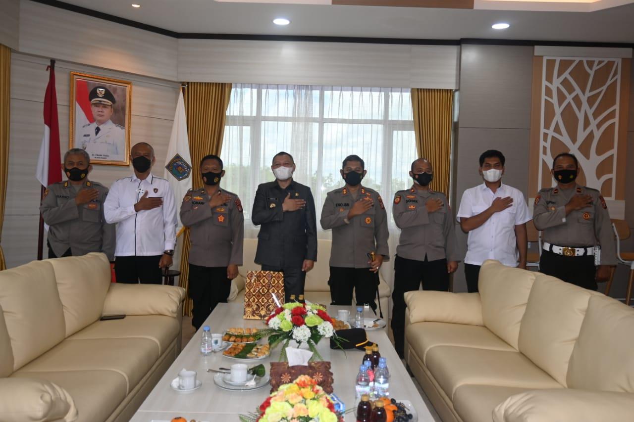 Bupati Potong Tumpeng di Hari Bhayangkara