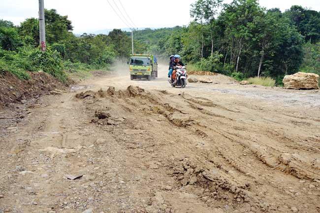 Proyek Jalan Sungai Tuak Selesai 67 Persen