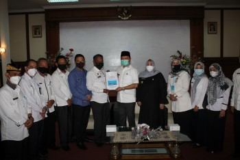 Bupati Fahmi Terima Memori Jabatan Bupati 2016-2021