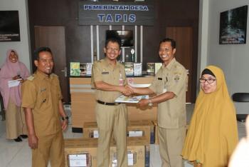 Perpustakaan Provinsi Kaltim Berikan bantuan Buku Desa Tapis