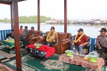 Dengan Anggaran PISEW, Bupati Tinjau Dermaga Pelabuhan Ikan Desa Lori
