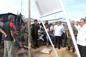 Warga Protes Pemkab Pasang Patok di Pasar Senaken