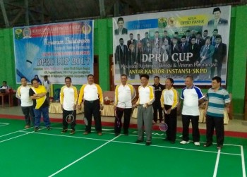 Staf Ahli Bupati Paser Buka Kejuaraan Bulutangkis DPRD Cup