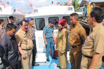 Bupati Serahkan Bantuan Kapal Nelayan Muara Pasir
