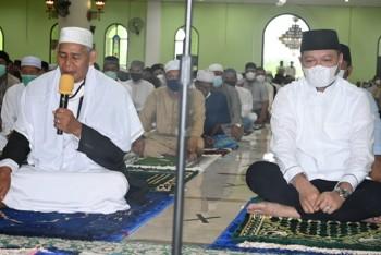 Bupati, Wabup, Ketua DPRD, Sekda & Forkopimda Salat Idul Fitri di Masjid Agung