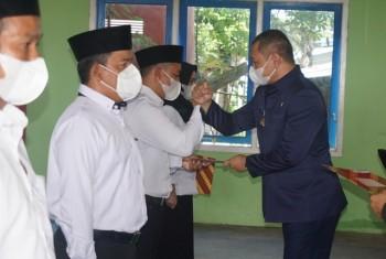 Lantik BPD 3 Desa, Bupati Serahkan Kartu BPJS & Cadangan Pangan