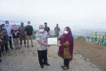 Gubernur Isran Serahkan Bantuan Rp6,95 Miliar Untuk 139 Desa