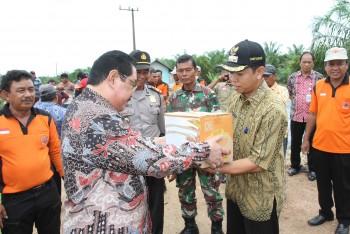 Bupati Serahkan Bantuan Korban Banjir