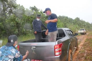 Meski Diguyur Hujan, Sekda   Tinjau Titik Jalan Putus Tanjung Harapan