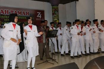Puji Paskibraka, Wabup  Nyanyikan Lagu Bunga Tanjung