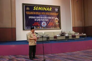 Buka Seminar Keselamatan Berlalu Lintas Untuk Kemanusiaan