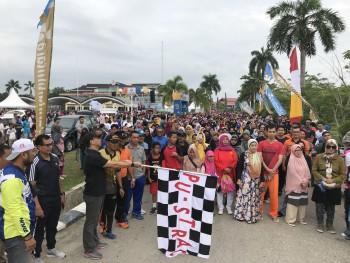 Ribuan Warga Ikuti Jalan Sehat Hut 60