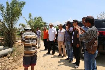 Wabup & Camat Tinjau Pembangunan Jembatan dan Urukan SD