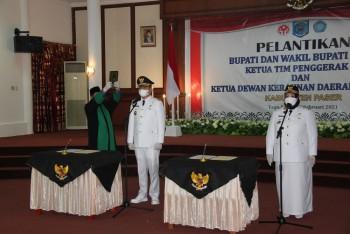 dr Fahmi Fadli & Sarifah Masitah Resmi Dilantik Bupati Paser oleh Gubernur Isran Noor