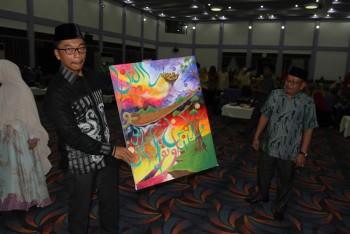 Suasana Meriah Warnai Penutupan STQ Lukisan Kaligrafi di Borong Pejabat dan Camat