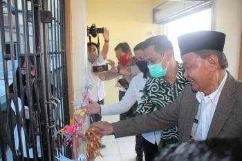 Wabup & Ketua DPRD Resmikan Pemanfaatan Pasar Rakyat Desa Jemparing