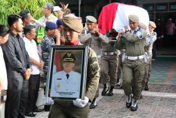Berkabung, Pemkab Paser Kibarkan Bendera Setengah Tiang