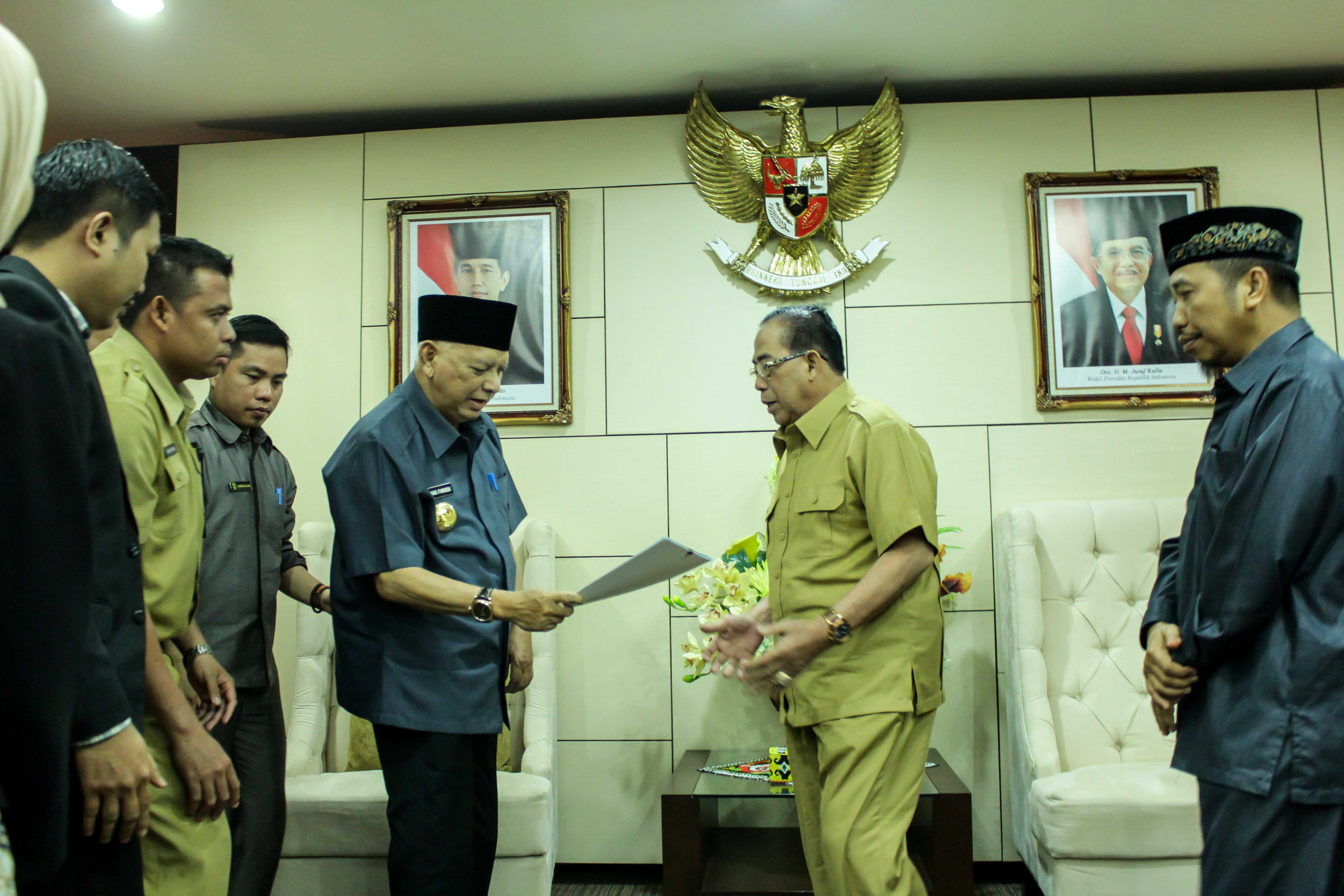 Wakil Bupati Paser dan Gubernur Kaltim Pada Acara Penyerahan Izin Prinsip Penyiaran RPK Kabupaten Paser