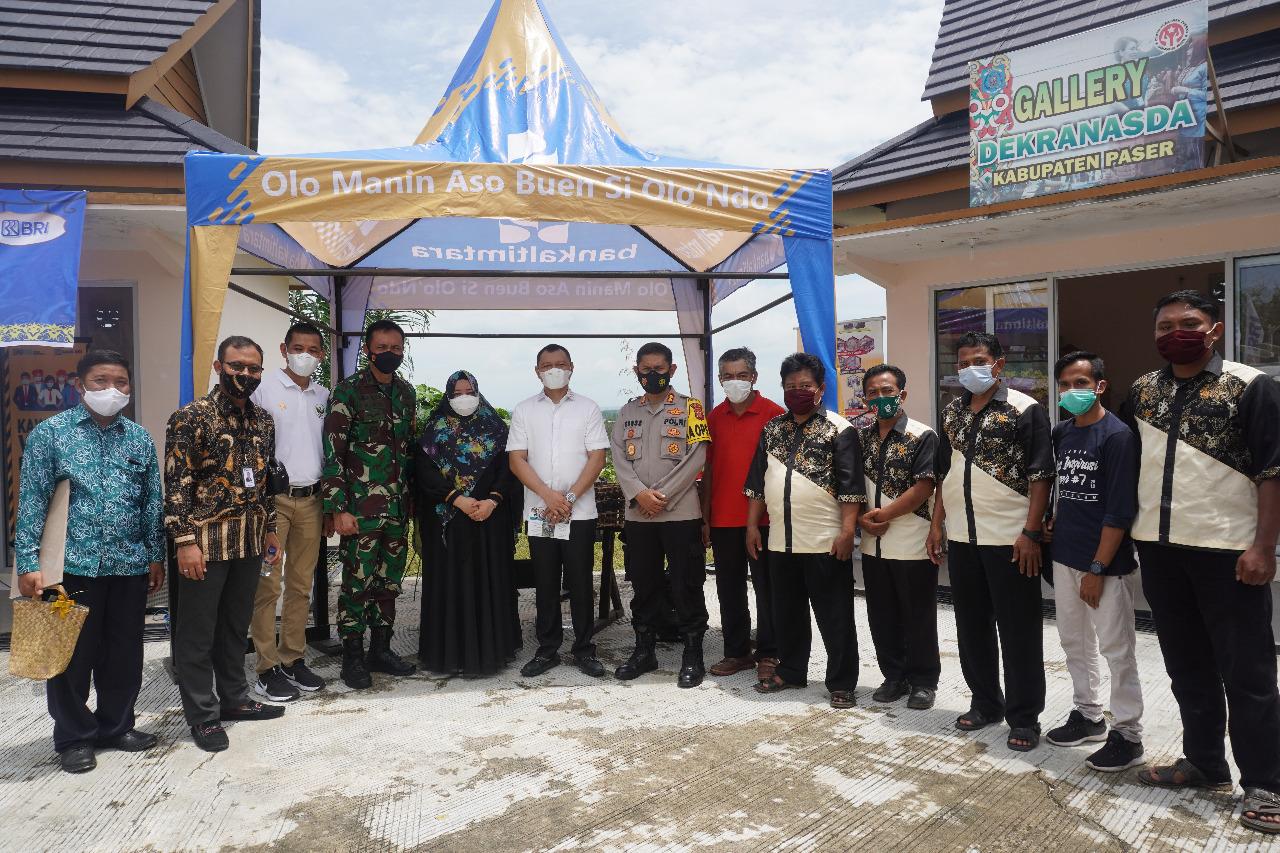 Tim Angklung GPMB Bawa Pembukaan Galeri Oleh-Oleh Serasa di Jogja