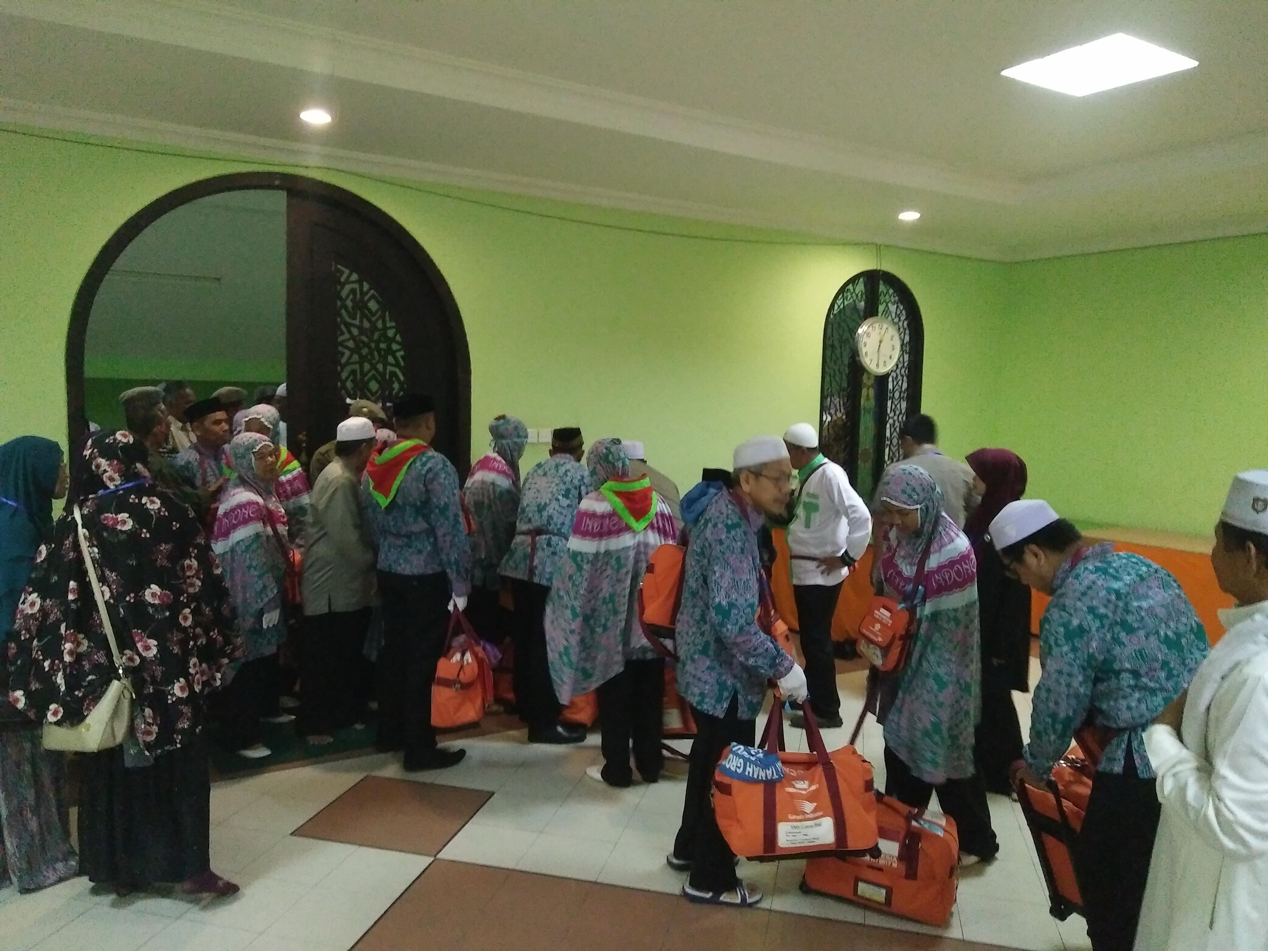 Dilepas Ratusan Warga, 237 Calhaj Paser Menuju Embarkasi Balikpapan