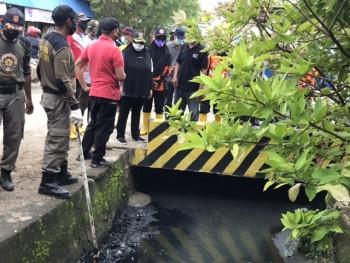Kerap Banjir, Pendangkalan Drainase Jl Cokro & Agus Salim Perlu Pengorekan