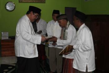 Bupati Serahkan Bantuan Rumah Ibadah, Alquran dan Bantuan Baznas