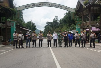 Kunjungi Gerbang Perbatasan, Kapolda Terkesimah Pohon Dua Daun  Arah Kaltim & Satu Selatan