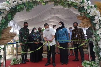 Bupati Fahmi Resmikan Pusat Oleh-Oleh & Bazar UMKM di Taman Alam Lembayung