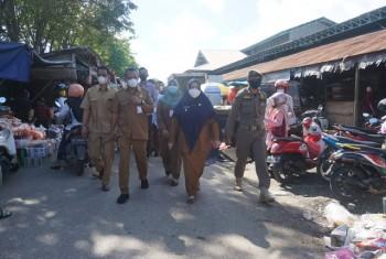Sampah Bertumpuk, Wabup Tegur Kepala Pasar Induk Senaken