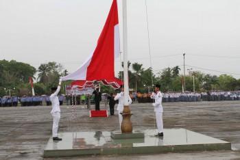 Gerimis, Wabup Pimpin Upacara Peringatan Hari Pahlawan