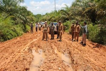 Tinjau Jalan Poros Batu Engau-Tanjung Harapan, Fahmi Minta Segera Diperbaiki & 2022 Penanganan Prioritas