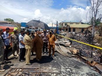Wabup Masitah Tinjau Lokasi Kebakaran Simpang Pait  & Serahkan Bantuan