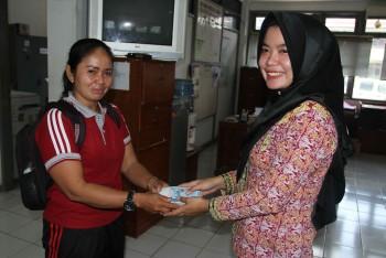 KNPI Kuaro Serahkan Bantuan Gempa Lombok