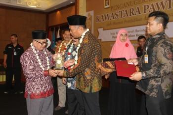Bupati Paser Raih Anugerah Kawastara Pawitra dari Mendikbud