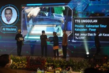 Bersama Bupati Fahmi, Inovator Paser Ali Maulana Terima Penghargaan dari Mendes PDTT Sebagai Juara Unggulan Nasional