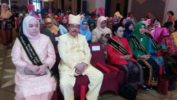 Bupati Terima Anugerah PAUD dari Iriana Jokowi