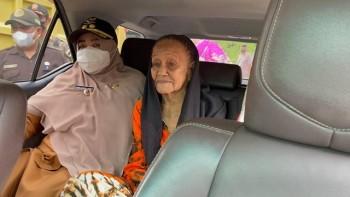 Nenek Nia Naik Mobil Wabup Masitah