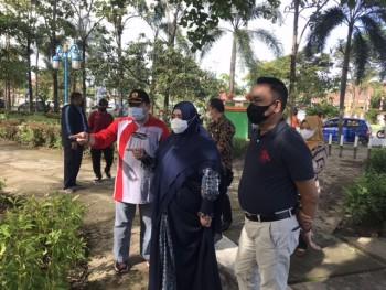 Wabup Pantau Aksi Kebersihan Taman Kota Oleh Perkimtan