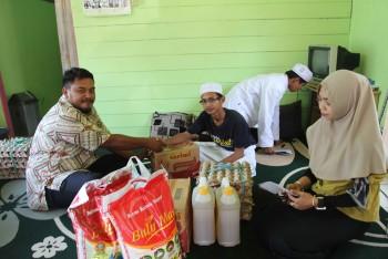 Panitia Lomba Hut ke-72 RI Setda Paser,  Serahkan Bantuan Sembako ke Ponpes Fastabiqul Khairat