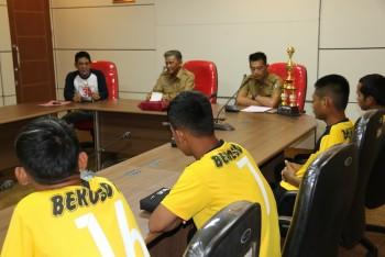Wabup Berikan Apresiasi Tim Sepak Bola LDN Desa Bekoso