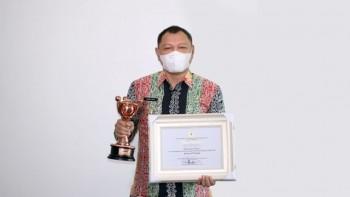 Bupati Fahmi Terima Penghargaan APE Kementerian P3A RI