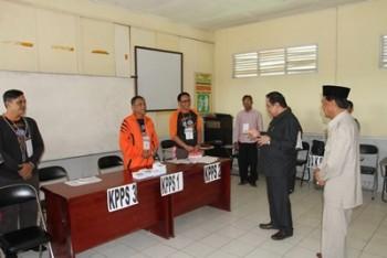 Pantau Pelaksanaan Pilgub, Bupati Kunjungi  Sejumlah  TPS