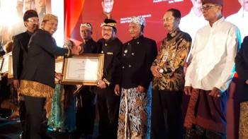 Bupati Paser Menerima Penghargaan PKH 2019