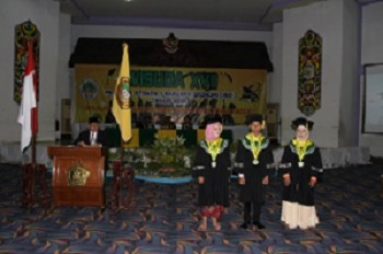 Khairunnisa, Ahmad Sarib & Mahmudatul Hasanah Lulusan Terbaik STIW Widya Praja